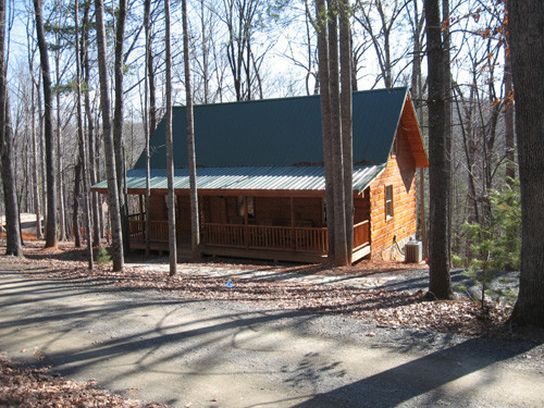 Fully Furnished Log Home on 0.45 Acres